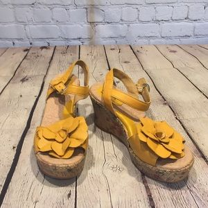 b.o.c. yellow leather ankle-strap sandal size 7